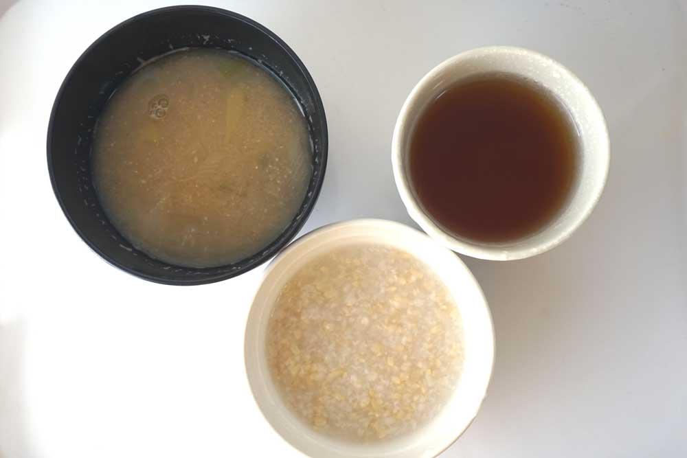 酵素ドリンクとお粥と具無しみそ汁