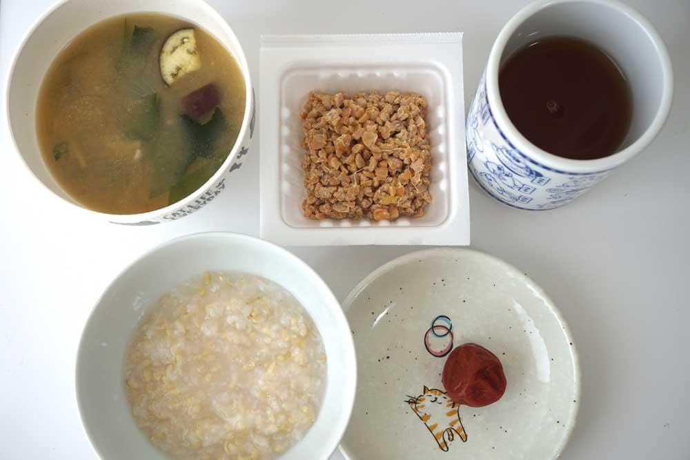 酵素とお粥と味噌汁と納豆と梅干し
