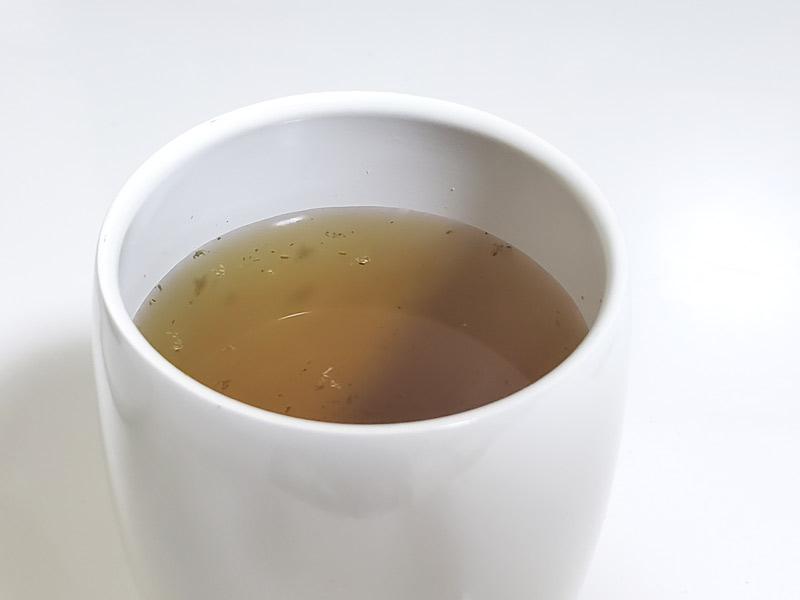 茶こしで淹れて完成したハーブティー